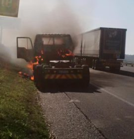 Truck catches Fire on the N2 Kwa-Mashu