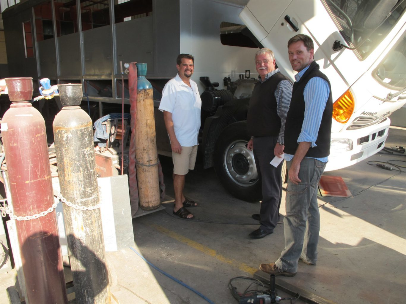 l-r-alex-rutherford-md-of-nomad-tours-wouter-nel-the-dp-at-hino-parow-and-henk-de-kock-the-gm-at-nomad-tours_1800x1800