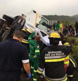 Truck overturns outside Bloemfontein