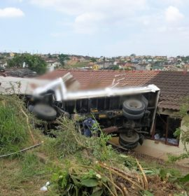 4 People injured after a truck crashed into a house, Durban