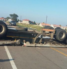 Truck rollover on the N1 north Pienaarsriver off-ramp