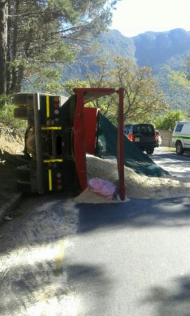 Truck overturns leaving three injured, Hout Bay