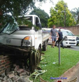 1 Person injured in Truck vs Bakkie collision in Kloof