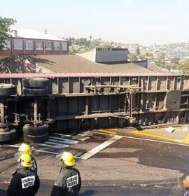 2 Injured in truck crashes in Durban