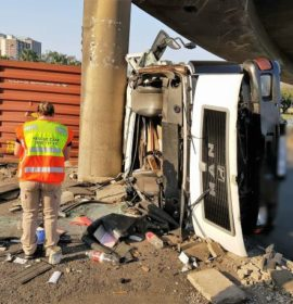 Driver injured after truck rolls, Durban