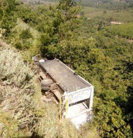 Truck rollover on Georges valley road between Heanertsburg and Tzaneen.