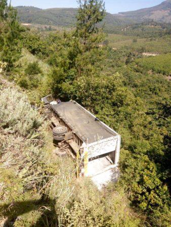 Truck rollover on Georges valley road between Heanertsburg and Tzaneen.