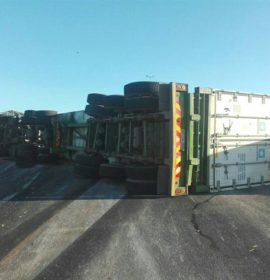 Truck rollover on the M41 at Mt. Edgecombe in KZN