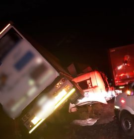 Truck crash 5km out of Harrismith direction Van Reenen.