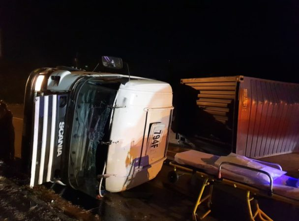 Truck Driver injured after truck rolls on Titren Road before Sarnia Road Seaview