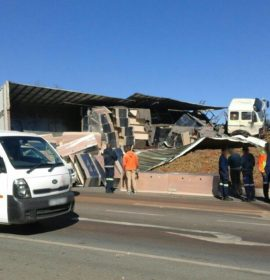 Truck rollover on the N14 by Eufees Road in Pretoria.