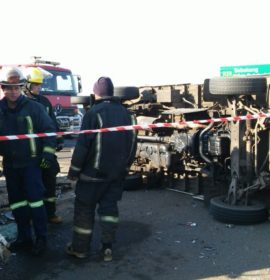 Truck and taxi collide injuring 6, Vereeniging.