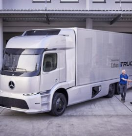 Daimler Trucks at the IAA 2016: networked, efficient and safe