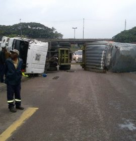 Two injured in truck crash before Edwin Swales in Durban