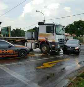 One person injured when a truck lost control and collided with multiple vehicles, Centurion