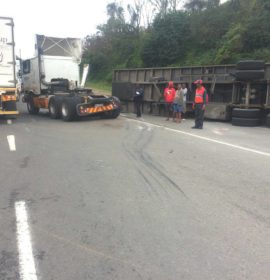 Trailer Overturns After Detaching From Truck: Verulam – KwaZulu Natal