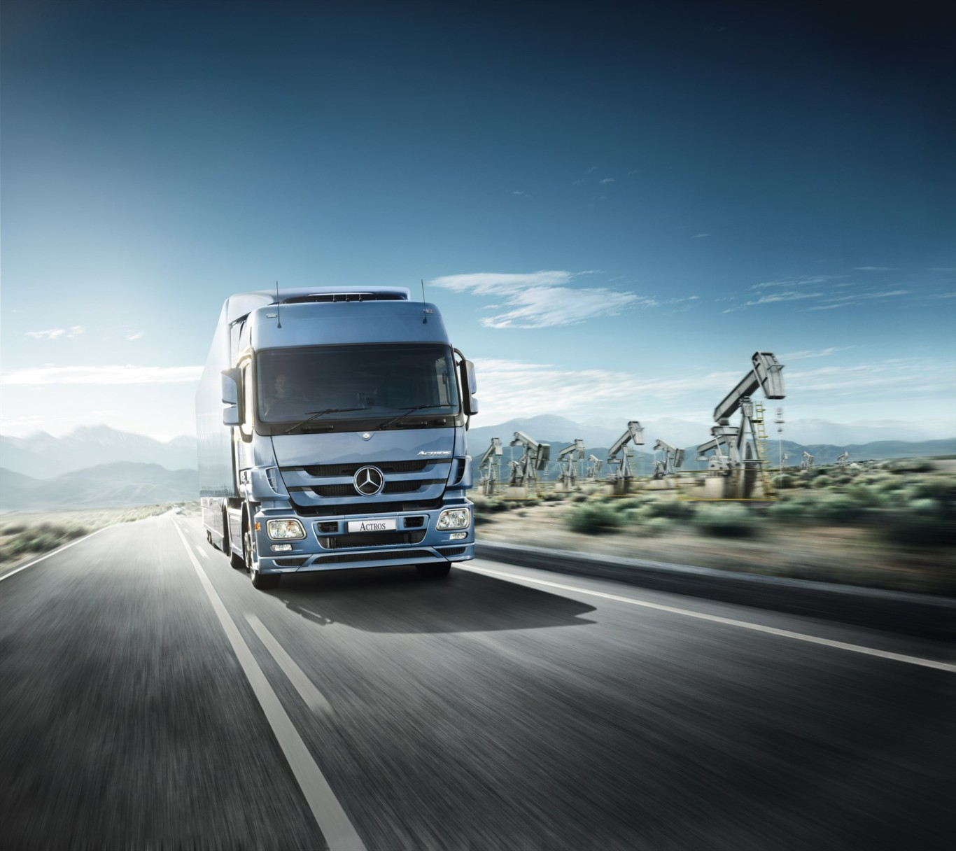 Mercedes-Benz Trucks Poised To Train 200 Commercial