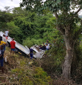 One killed, 4 injured after truck crashes down embankment near Klaarwater, Pinetown