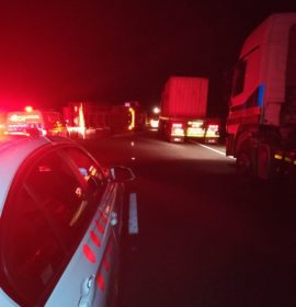 Truck rollover in early hours blocks both lanes on N3 past the Lions River offramp