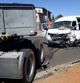 A Truck and minibus collision leaves four injured on Fabricia road