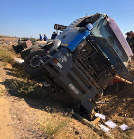 Truck overturns leaving two men injured in Paarl