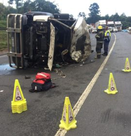 Fatal truck roll-over on the N3 Town Hill