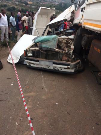 Truck and bakkie collide leaving one dead, seventeen injured, including children in Imbali