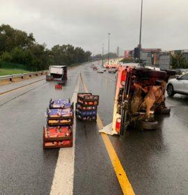 Gauteng: Delivery van overturns on M1