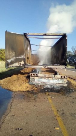 Truck burning on the R33 at Morolong