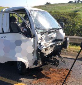 KwaZulu-Natal: One injured in truck vs bakkie crash