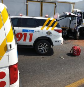 Gauteng: One trapped in collision between three trucks on the R21