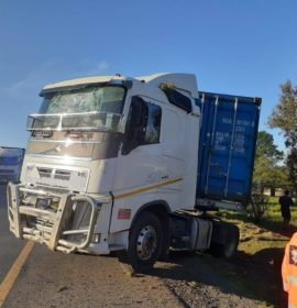 One injured after a truck lost control and went off the road on the N3
