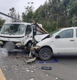 Five injured after truck and bakkie collide on the N2, Paddock