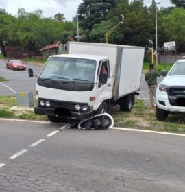One injured in a truck and vehicle collision in Kloofendal