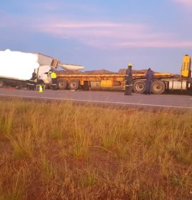 One dead in a truck collision on the N1