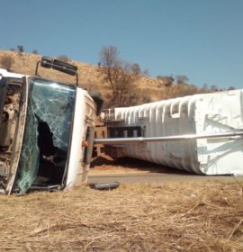 Gauteng: Truck driver injured in a rollover in Waterval on the West Rand