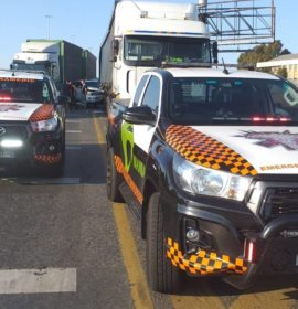 Collision involving two trucks and a bakkie leaves two injured on the R24