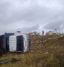 One injured in a truck rollover on the R33