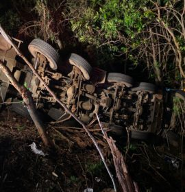 KwaZulu-Natal: Rescuers free critically injured driver from an overturned truck on the M4