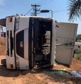 One injured in a truck rollover in Honeydew