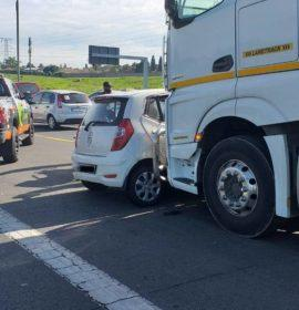 One injured in a truck and vehicle collision in Linksfield