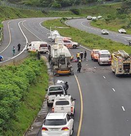 KwaZulu-Natal: Five injured after bakkie slams in back of a truck