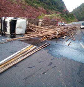 Two injured in a truck rollover near Kranspoort