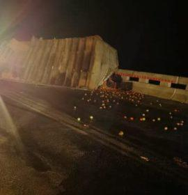 Truck rollover on the R37