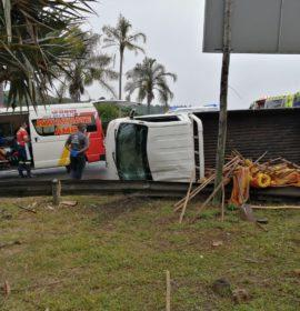 16 Workers injured in a vehicle rollover at Port Shepstone