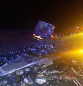 Two-truck collision on the R101
