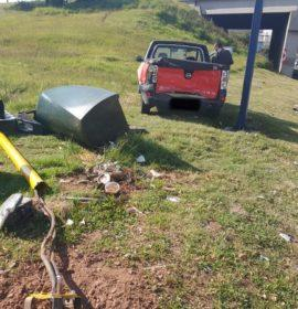 One injured as a truck and car collide in Benoni