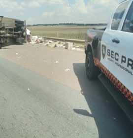 One injured in a truck rollover in Kempton Park