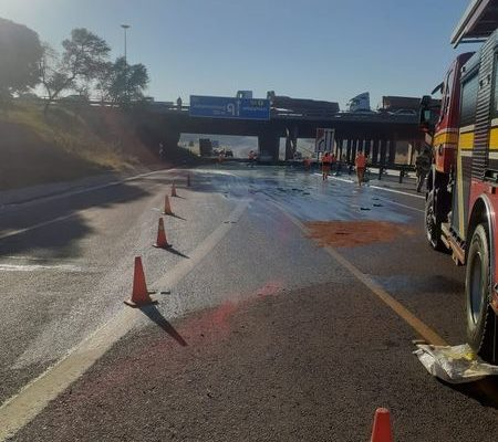 Spillage from a truck leads to road closure at the N4 and N1 Interchange after Hatfield