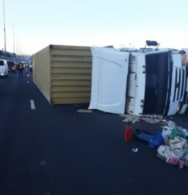 Truck rollover causes morning traffic chaos on the N3 near Pretoria